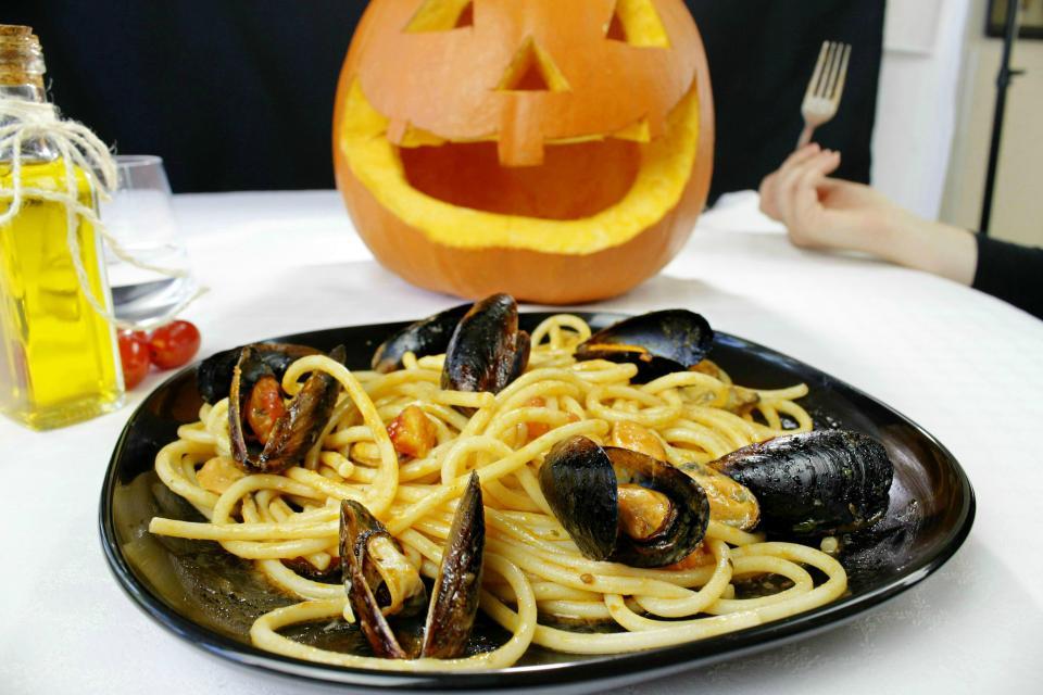 Spaghetti con sugo alle cozze | Cucina Condipresto ESCA